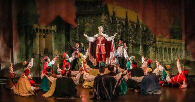 Mátyás király álruhái – mesejáték a Maros Művészegyüttestől